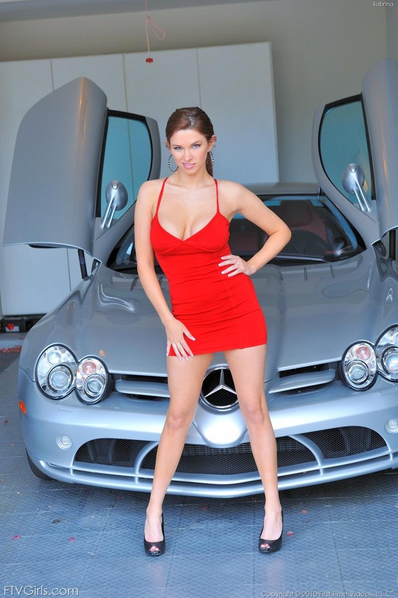 Sabrina, grote tieten, heeft een geil rood jurkje aan Seks Met