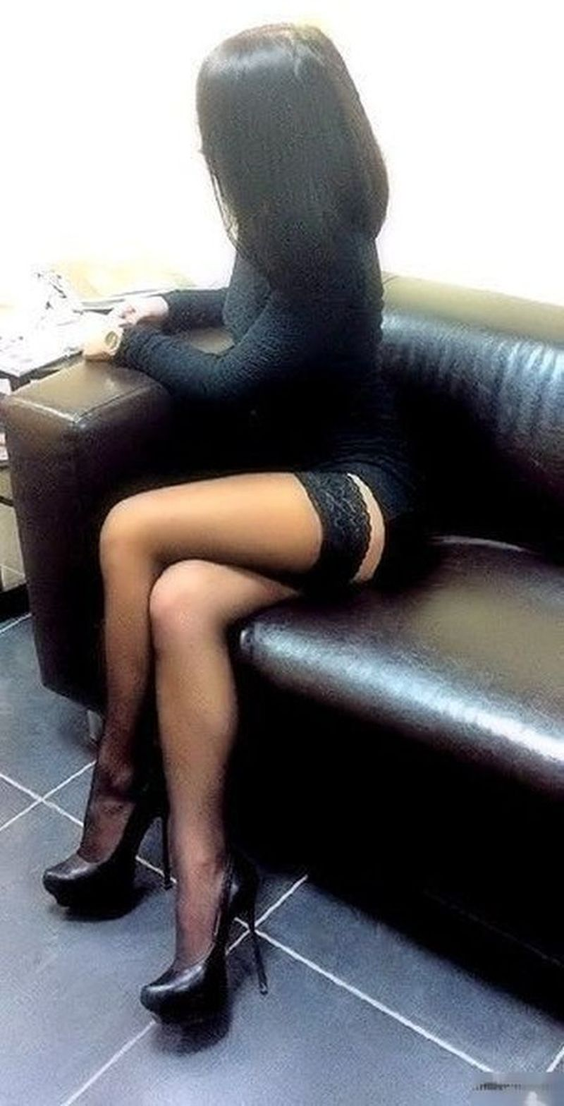 Фото в чулках нога на ногу 1 фотография