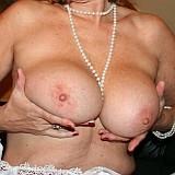 charmante-vrouw-topless-houdt-van-ruige-seks