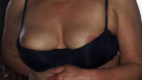 stijlvolle-dame-van-64-jaar-gaat-topless