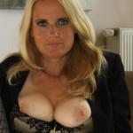 Lekker Pijpen, vrouw van 46 jaar, topless, is onverzadigbaar