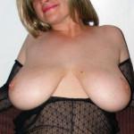 Mooie vrouw, 45 jaar en grote topless tieten, houdt van sex spelletjes