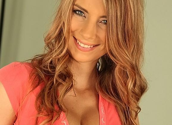 interracial Grote borsten van jonge brunette ondergekwakt