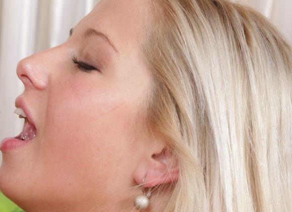 pijpen en neuken blonde stoeipoes