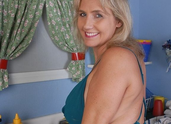 buurvrouw met grote borsten romantische seks